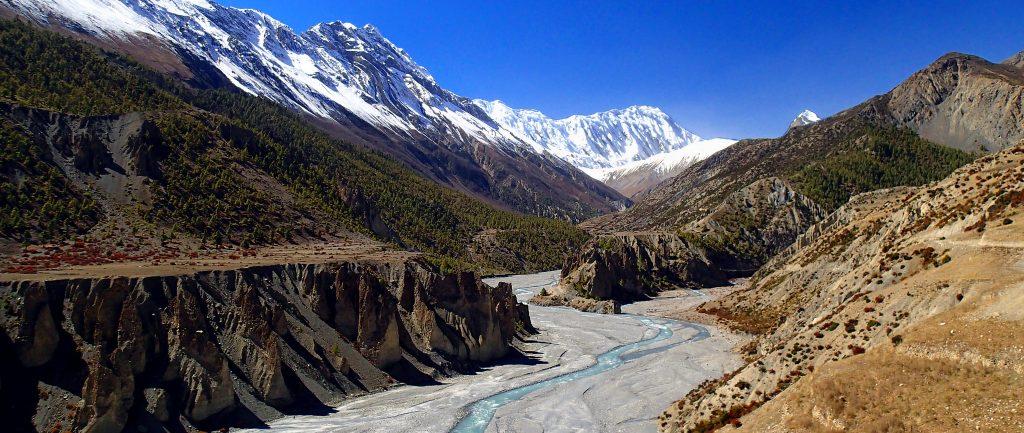 Annapurna-Circuit-Trekking-marshangdi-river