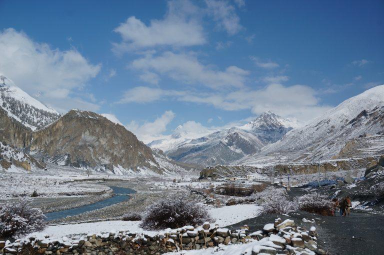 Annapurna-Circuit-Trekking-landscape