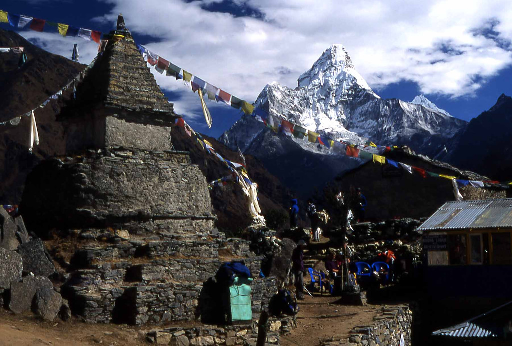 Everest-trek-with-amadablam-mountain