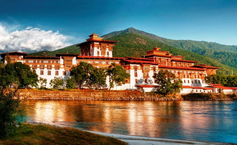 bhutan-travel-5-days-punakha-dzong