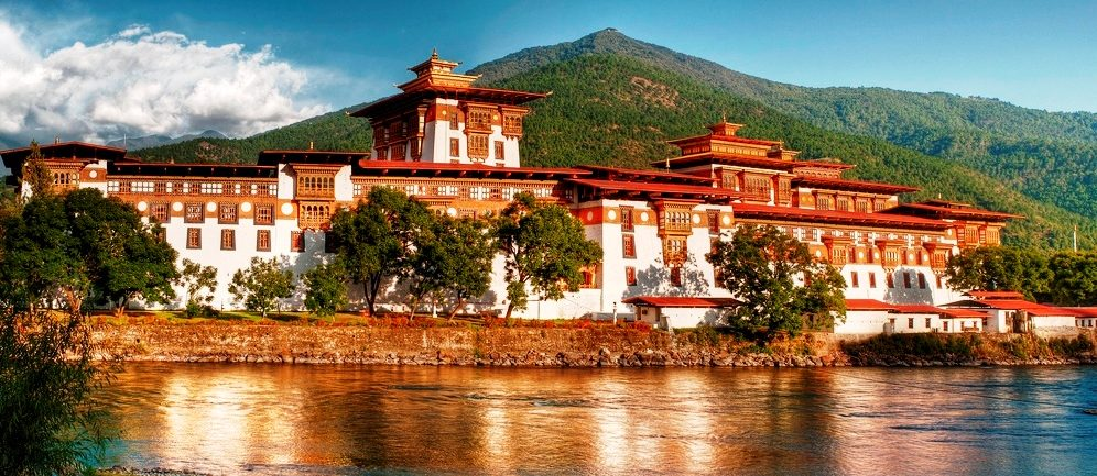 bhutan-travel-5-days-punakha-dzong